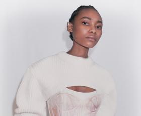 Ta kontroverzen pulover je nedvomno najboljši kos za stiliranje. Poglejte, kje ga kupiti