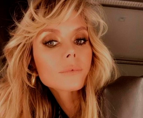 Heidi Klum na novi viralni fotografiji zgoraj brez pri 47-ih videti kot dvajsetletnica