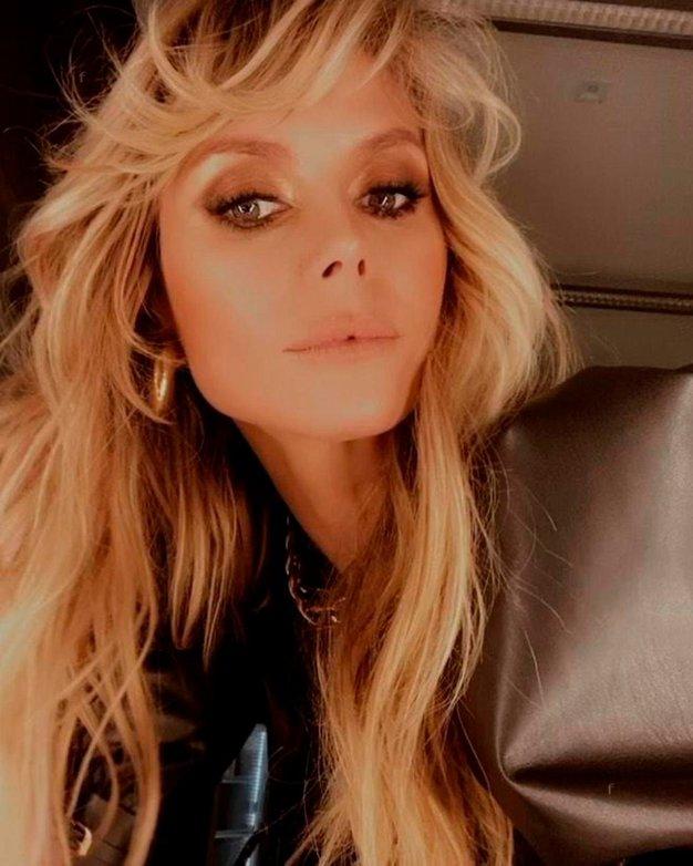 Heidi Klum na novi viralni fotografiji zgoraj brez pri 47-ih videti kot dvajsetletnica - Foto: Profimedia