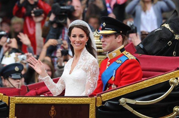 Končno je znano, kakšne poročne čevlje je pred 10 leti nosila Kate Middleton - Foto: Profimedia