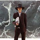 Prvi temnopolti transseksualec se je sprehodnil na modni reviji Louis Vuitton