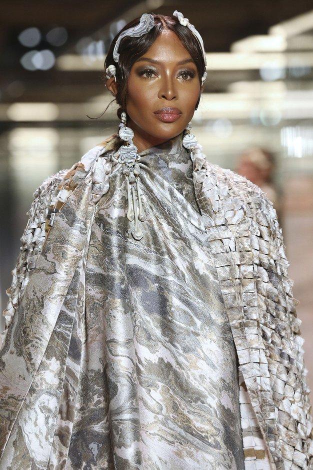 Vrnile so se Kate, Naomi in Christy: po modni pisti Fendi Haute Couture so se sprehodili legendarni supermodeli - Foto: Profimedia