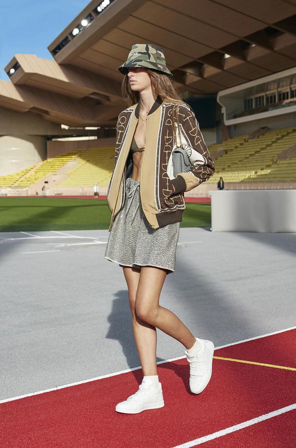 V modo se vrača ta jakna, ki jo je rada nosila tudi princesa Diana - Foto: Profimedia