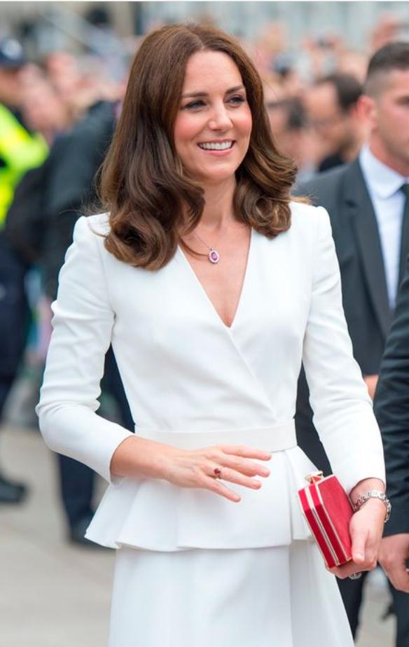 Kate Middleton je nosila čudovit stajling iz Zare v poklon princesi Diani - Foto: Profimedia