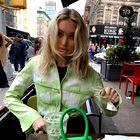 Kako kombinirati zelene modne dodatke? Tukaj je ves navdih, ki ga potrebujete za to pomlad