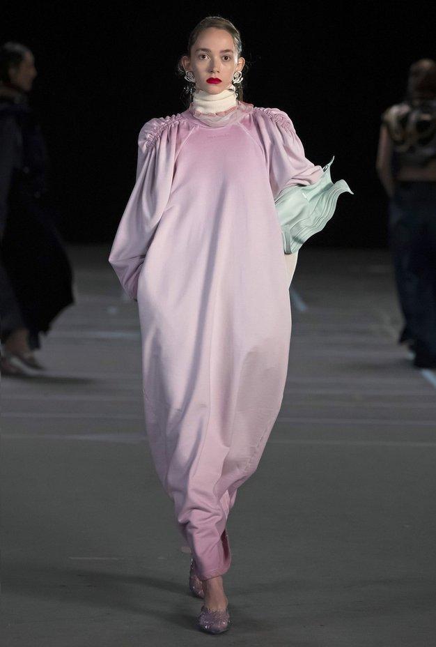 Trend, ki ga boste sovražili ali oboževali: čevlji kot nalašč za Pepelko - Foto: Profimedia