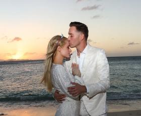 Paris Hilton je zaročena! Poglejte njen osupljiv prstan