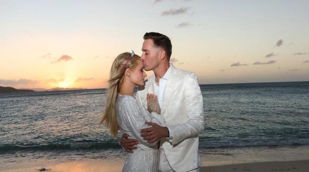 Paris Hilton je zaročena! Poglejte njen osupljiv prstan - Foto: Profimedia