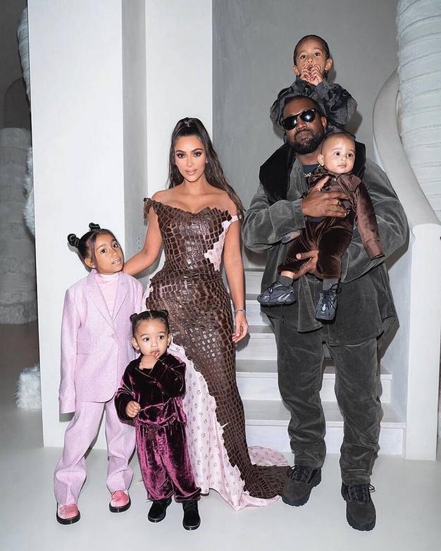 """Ločitev Kim Kardashian in Kanyea Westa je sedaj uradna: reper se """"ne bori za svojo družino"""" - Foto: Profimedia"""