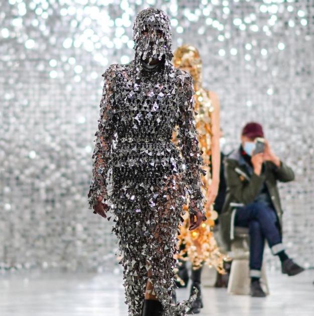 Kaj je »trda moda«? Spoznajte jo, saj bo zamenjala vse, kar smo nosili v zadnjem letu - Foto: Profimedia