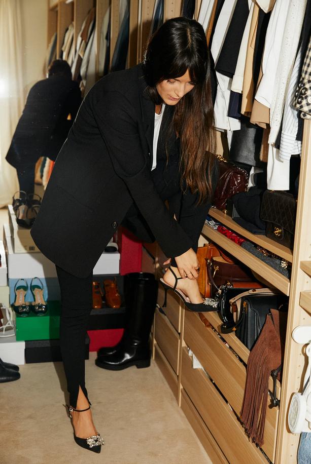 Pozabite na hlače na zvonec, v modi je še boljši trend hlač, ki ga bomo oboževali spomladi - Foto: Profimedia