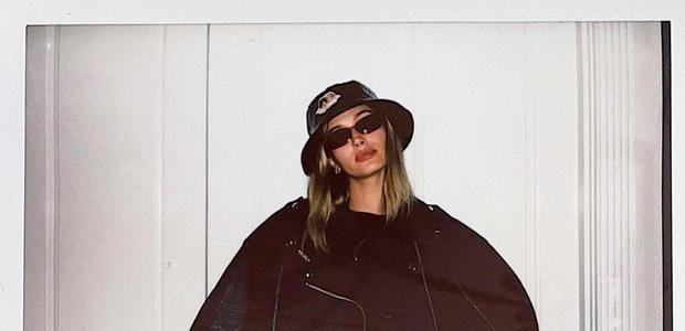 Pozabite na črno usnje! Hailey Bieber napoveduje nov trend