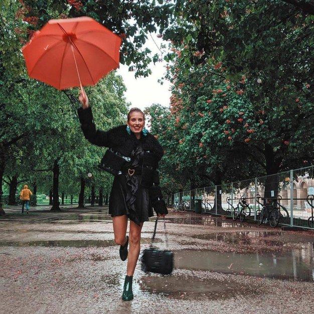 7 najbolj trendi stajlingov za deževne aprilske dni - Foto: Profimedia