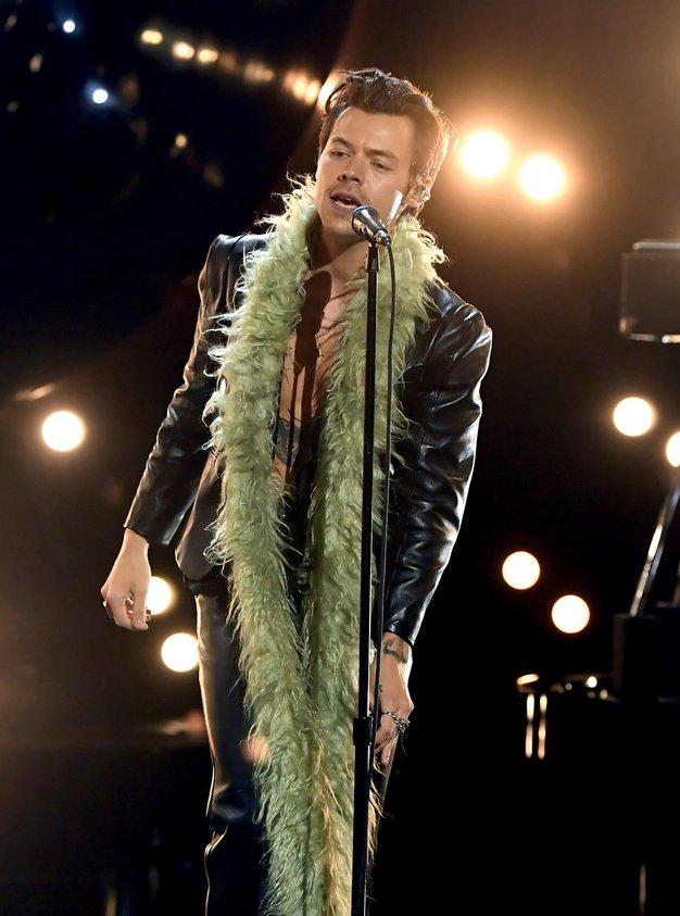 Pozabite na navadno usnjeno jakno - Harry Styles je napovedal, kakšno bomo nosili sedaj - Foto: Profimedia