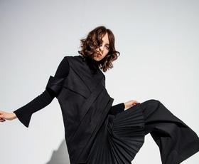 Dobrodelna dražba malih črnih oblek slovenskih oblikovalcev: sedaj imate lahko čisto svojo unikatno dizajnersko obleko