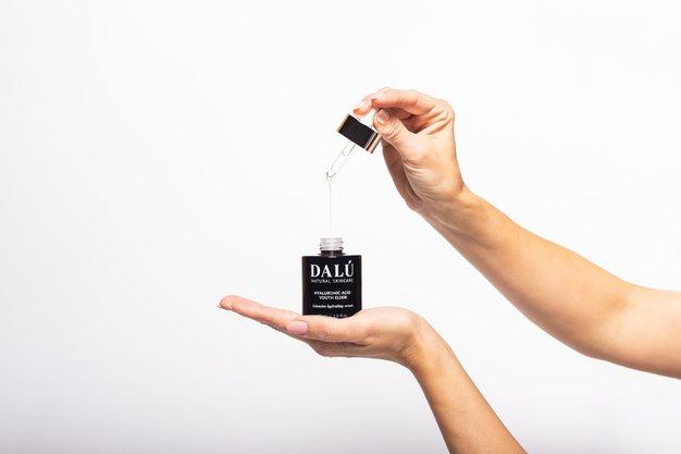 Odkrile smo najučinkovitejši vir mladosti v steklenički za maksimalno ugodje in anti-age rezultate - Foto: Dalu