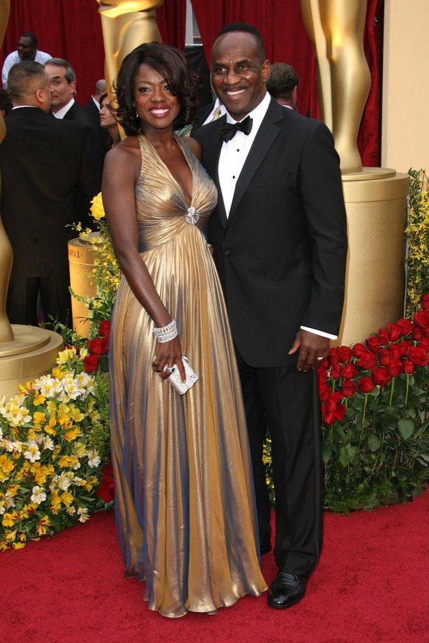 Viola Davis in Julius Tennon Spoznala sta se leta 2000 in poročila tri leta kasneje.