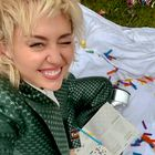 Hlače z nizkim pasom bomo nosili kot Miley Cyrus