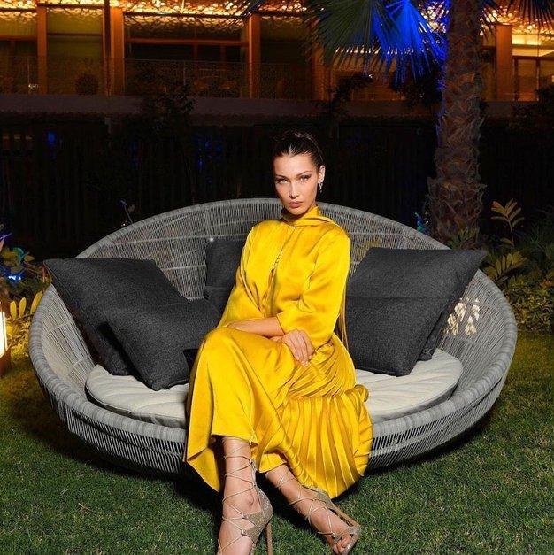 5 načinov, kako to poletje kombinirati rumeno obleko - Foto: Profimedia