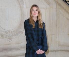 10 poletnih modnih zapovedi, ki jim sledijo Parižanke