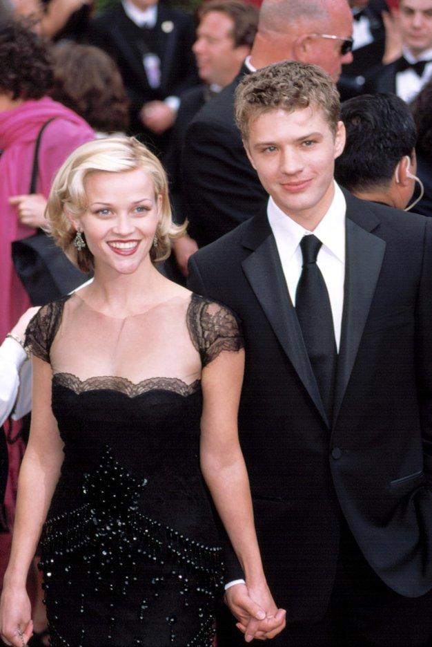 Reese Witherspoon in Ryan Phillippe Spoznala sta se na rojstnodnevni zabavi za Reesin 21 rojstni dan in se poročila dve …
