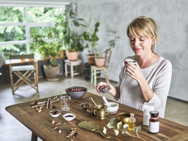 Slovenka, ki ustvarja nagrajeno naravno kozmetiko - Foto: Matevž Kostjanšek