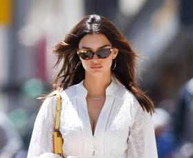 Kako to poletje nositi belo obleko? Emily Ratajkowski ima odgovor