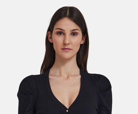 Predstavljamo vam 5 elegantnih kosov, ki bodo zlahka zamenjali malo črno oblekico