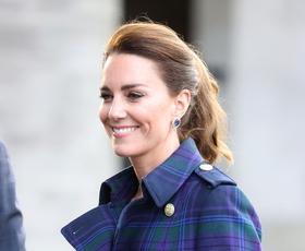 Kate Middleton ponovno očarala v čudoviti obleki iz Zare