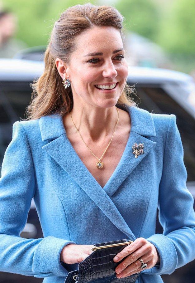 To je klasičen pleten top iz H&M-ja, na katerega prisega Kate Middleton - Foto: Profimedia