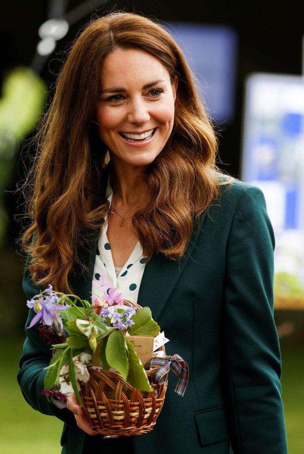 Kate Middleton čudovita v obleki najbolj trendne barve te pomladi - Foto: Profimedia