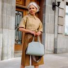 Poglejte, kako to poletje modno in elegantno kombinirati bermuda hlače pri 50. letih