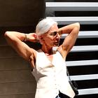 3 načini, kako letos nositi ta priljubljen trend za ženske nad 50. let