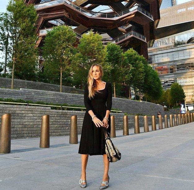 Sarah Jessica Parker nosila popolno poletno obleko za prosti čas - Foto: Profimedia