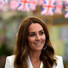 Kate Middleton med nakupovanjem z otrokoma nosila čudovito cvetlično obleko. Želeli jo boste posnemati!