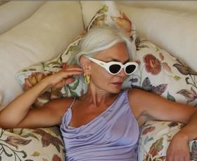 Kako se to poletje obleči trendno pri 50 in več letih