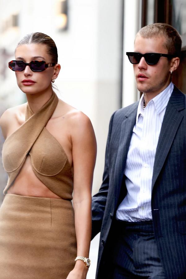 Vsi čudoviti stajlingi, ki jih je Hailey Bieber nosila v Parizu - Foto: Profimedia