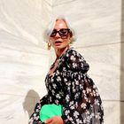 Poglejte, kako to poletje modno nositi cvetlične vzorce pri 50. letih in več