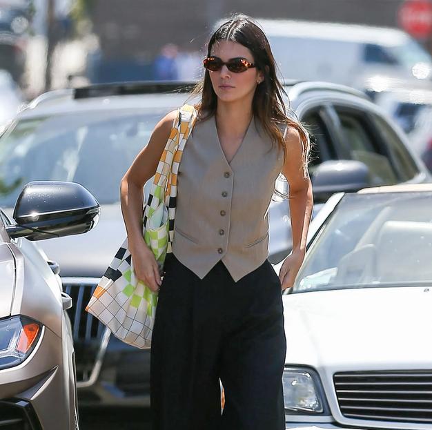 Kendall Jenner ponudila poletno različico klasičnega telovnika in mi ga obožujemo - Foto: Profimedia