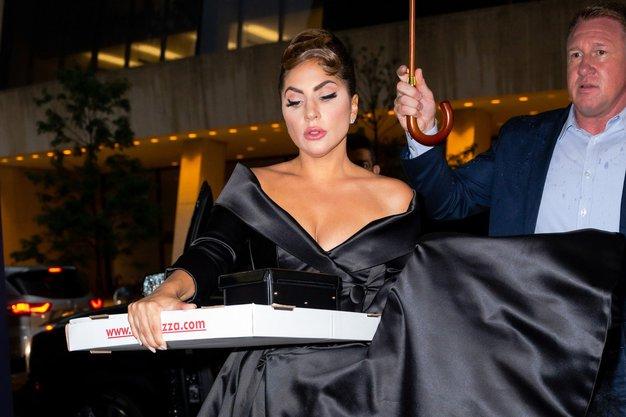 Oglejte si štiri elegantne stajlinge, ki jih je nosila Lady Gaga.