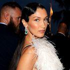 Bella Hadid je v Cannesu blestela v čudoviti obleki