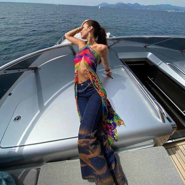 To so edine kavbojke, ki jih v zadnjem času nosijo modna dekleta - Foto: Profimedia