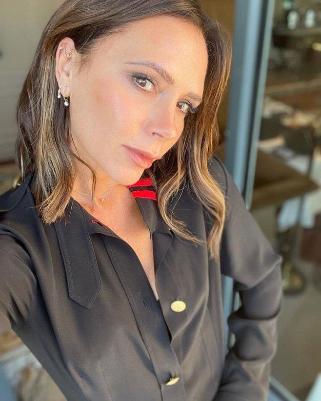 Victoria Beckham vas bo prepričala, da se boste ponovno zaljubili v to ženstveno obleko - Foto: Profimedia