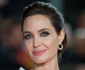 Angelina Jolie nam je pokazala popoln zimski plašč