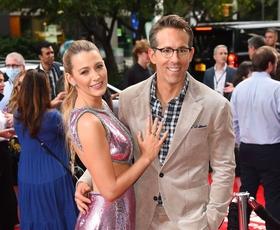 Blake Lively in Ryan Reynolds končno spet skupaj na rdeči preprogi! Poglejte njeno čudovito obleko