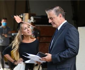 Se Carrie Bradshaw in Mr Big v novi seriji res ločujeta? Nove fotografije so pretresle internet