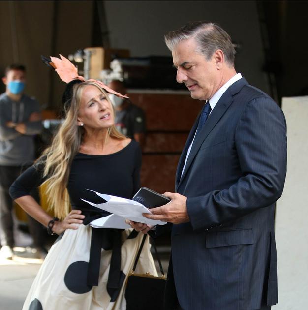 Se Carrie Bradshaw in Mr Big v novi seriji res ločujeta? Nove fotografije so pretresle internet - Foto: Profimedia