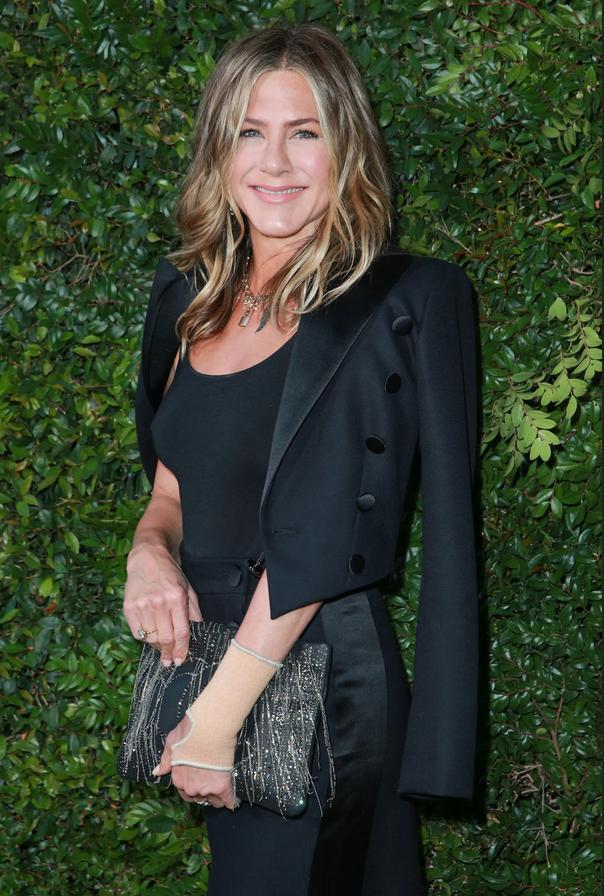Jennifer Aniston nosila čudovito modro obleko, primerno za vse priložnosti - Foto: Profimedia