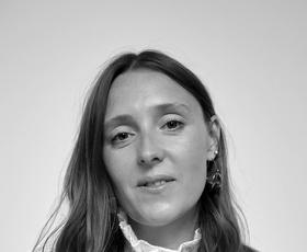 Amy Powney, kreativna direktorica Mother Of Pearl in finalistka natečaja Zalando Sustainability Award, o trajnosti, ustvarjalnosti in modi