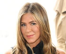 Jennifer Aniston nosila nepričakovane kavbojke, ki jih bomo jeseni nosili ves čas